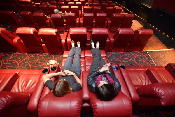 5 Reasons to Watch in Theaters and Not Online-MovieTheaterPricec